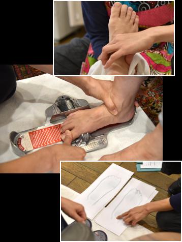 足の検査の様子